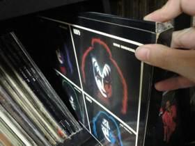 キッス4人のソロアルバムのボックス