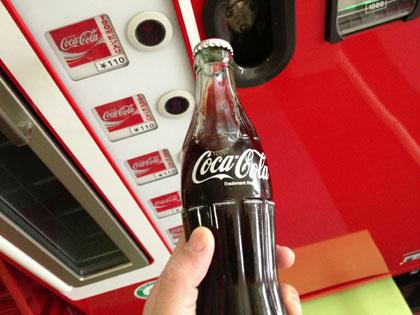 久しぶりに瓶入りコカ・コーラを飲んだら、何だかいつもよりスカッとさわやかだった(小樽にて)