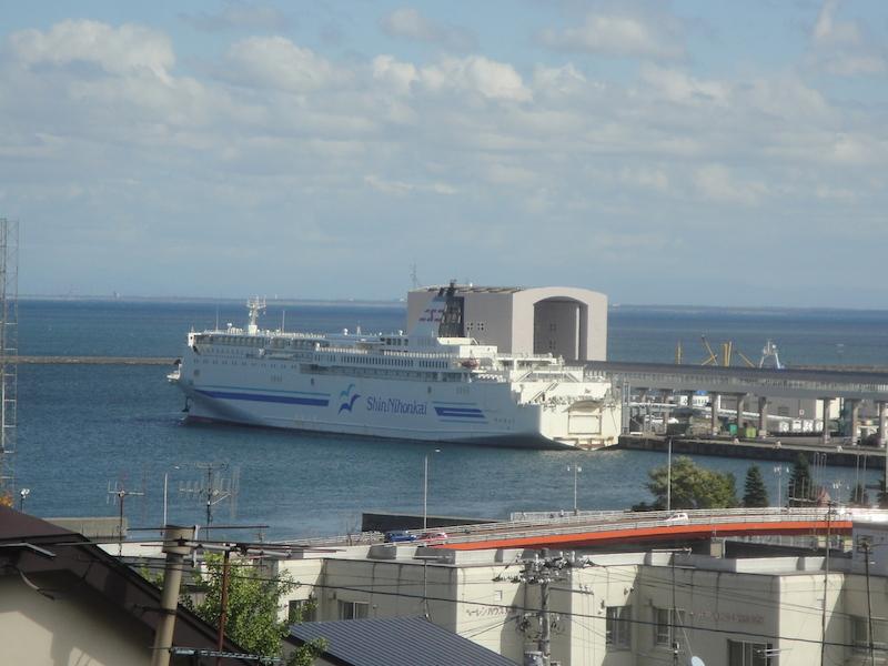 新日本海フェリーの新潟〜小樽航路就航40周年企画「時間旅行~懐かしの昭和レトロ」が新潟~小樽航路の船内で開催中