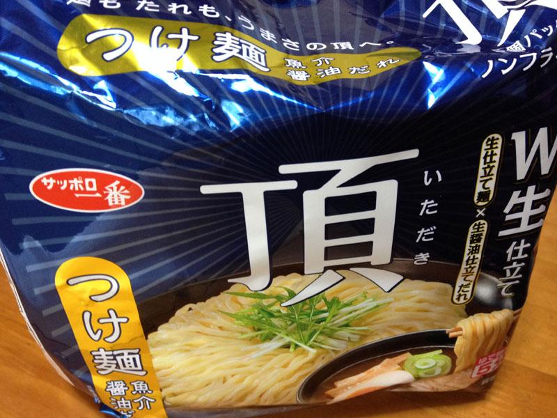 今さらですが「サッポロ一番 頂 つけ麺 魚介醤油だれ」を食べてみたら、本格魚介醤油だれと太麺がいい感じ