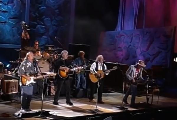 クロスビー、スティルス、ナッシュ&ヤングの「Farm Aid 2000」でのライブ映像が公開されています