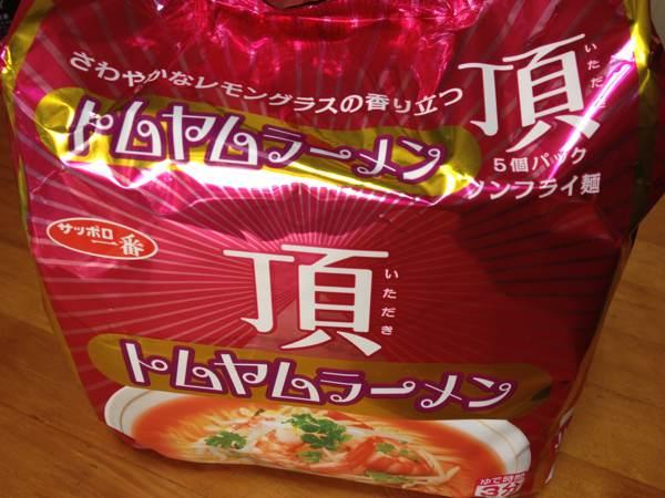 「サッポロ一番 頂 トムヤムラーメン」を食べてみたら、酸味・辛味・風味となかなか本格的!