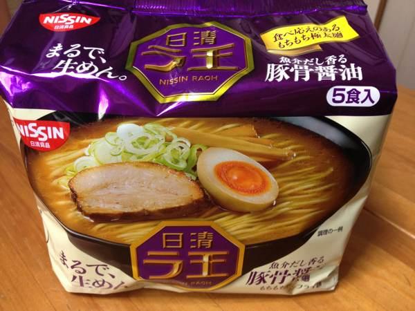 「日清ラ王 豚骨醤油」を食べてみたら、もちもち極太麺にしっかりとした魚介系の味わいがいい感じ