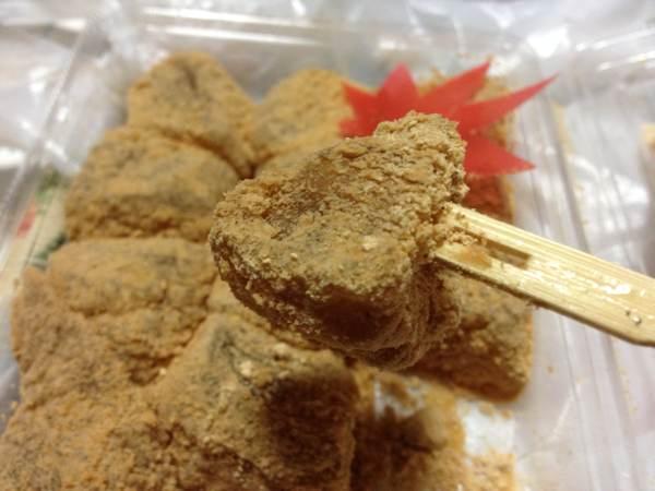 小樽銭函(星野町)の菓子匠「小羽茶(こばさ)」のわらび餅。プルンとした食感がたまりません