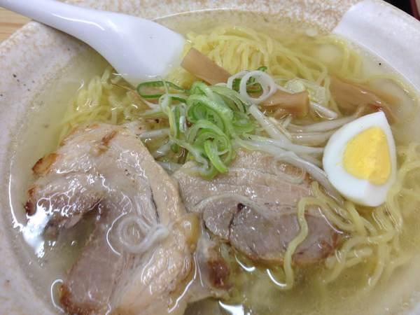 小樽駅前の長崎屋の地下1階にある函館ラーメンのお店「函館麺工房小樽店」で塩ラーメン