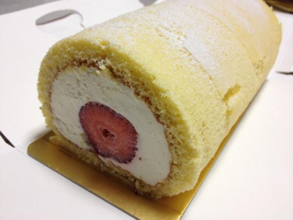 北菓楼小樽本館で4日間限定で開催された「いちご祭」の「あまおうロール」を食べましたよ