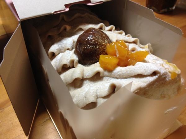 北菓楼小樽本館で4日間限定で開催された大収穫祭で今年(2016年)も「秋の味覚 まるごとロール」を買ってきた
