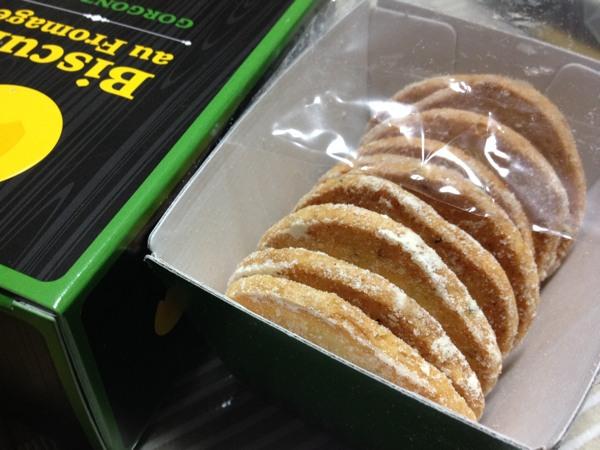 小樽で大人気の洋菓子店ルタオのチーズ焼菓子「ビスキュイ・オ・フロマージュ ゴルゴンゾーラチーズ&バジル」を食べてみた
